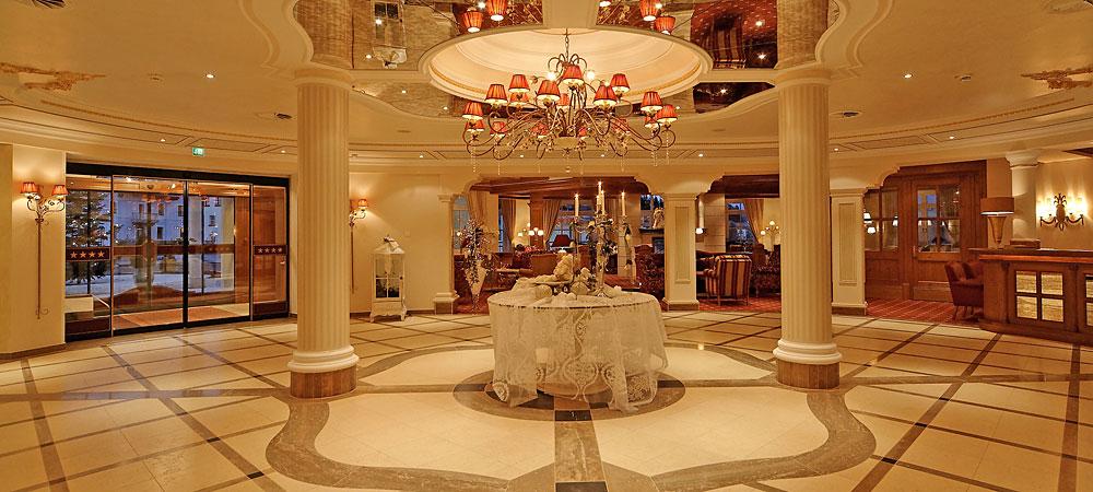 große Empfangshalle Hotel Jagdhof
