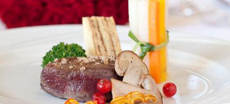 Kulinarische Köstlichkeiten im Hotel mit Wellness